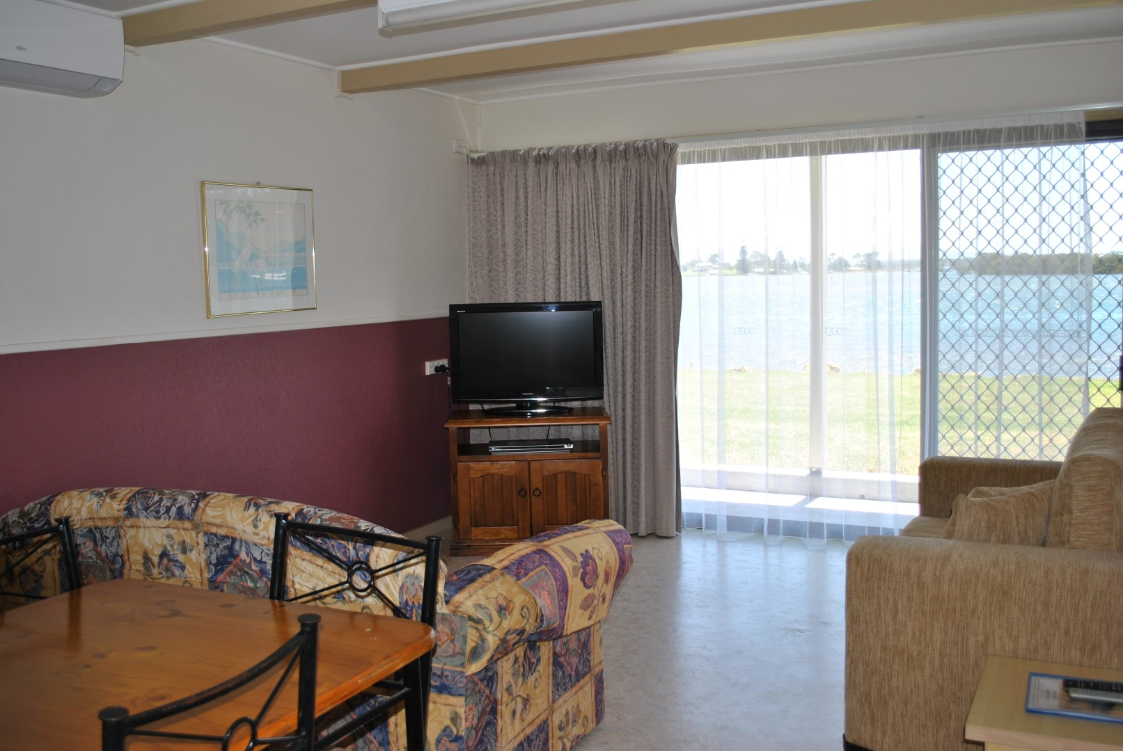 Deluxe Waterfront Apartment – Downstairs - unit 2